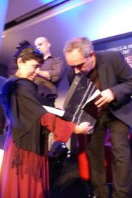Ferran Adria firmando a una fan