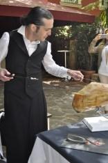ortigosa cortando jamon www.vidaaustera.com