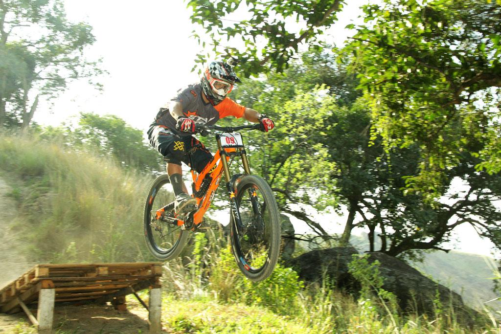 Eu-te-incentivo-Mountain-bike-downhill6