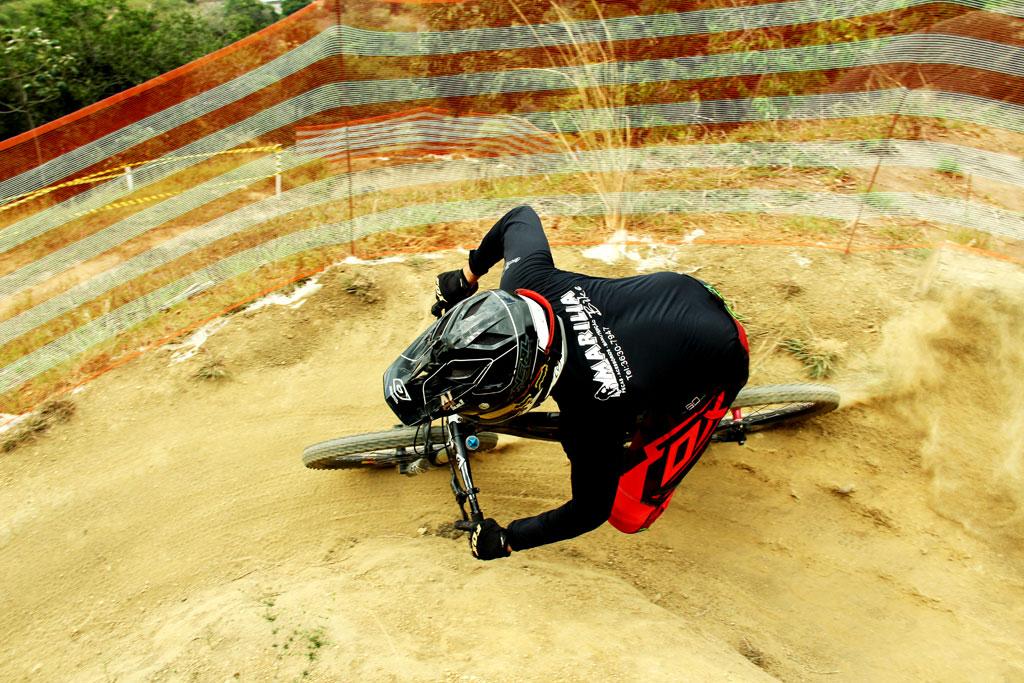 Eu-te-incentivo-Mountain-bike-downhill9