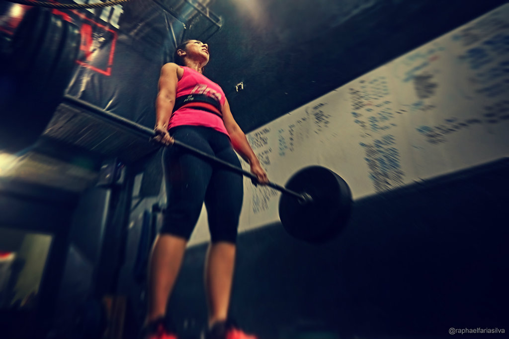 outubro rosa - crossfit deadlift