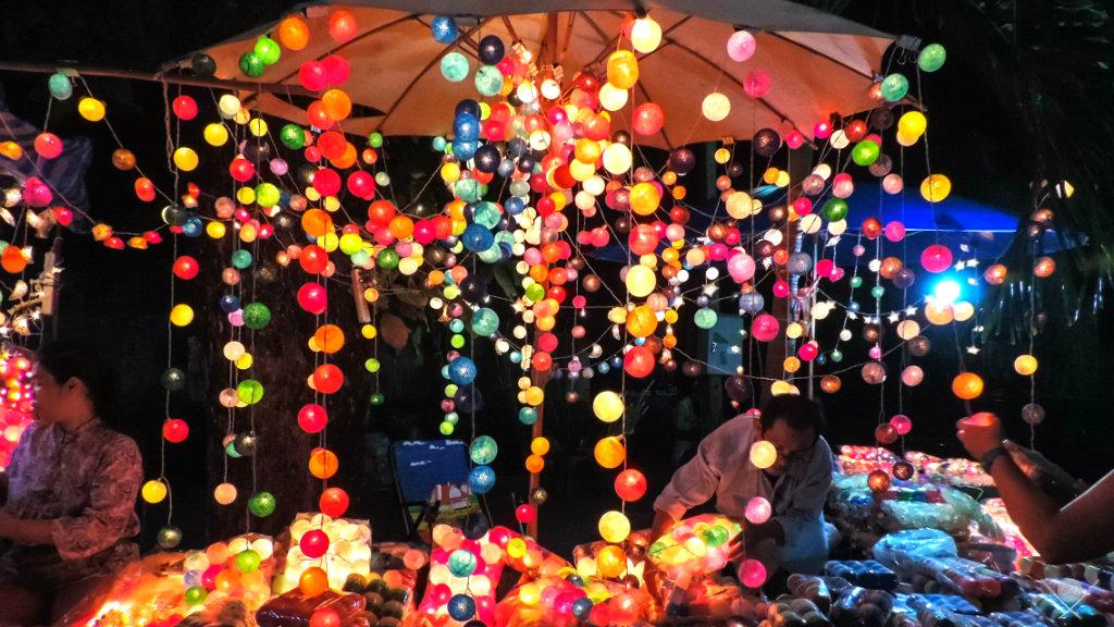 Coisas de marina - Cordão de luz barraca na tailândia