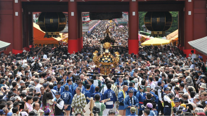 Sanja-Festival-m_151555-jnto_Equinócio-da-Primavera-no-Japão-10-dicas-do-que-fazer-nessa-estação_Viajando-para-o-Japão_Vida-de-Tsuge-VDT