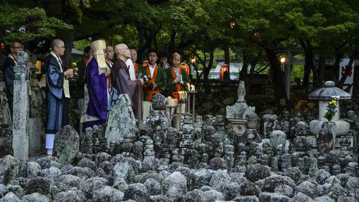 obon-monge-tumulo_Obon_Cultura-Japonesa_Vida-de-Tsuge_VDT