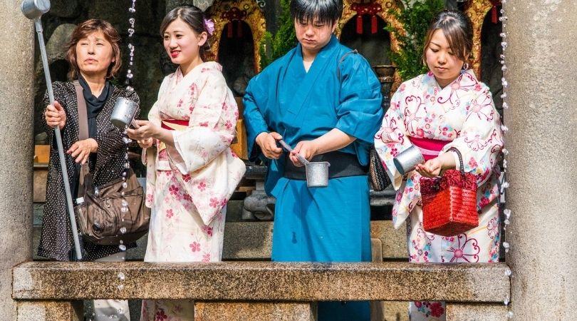 turistas_Obon_Cultura-Japonesa_Vida-de-Tsuge_VDT
