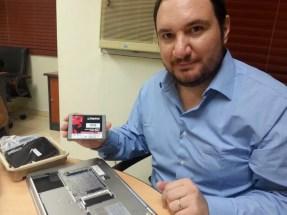 José Lizano, de Kingston, nos muestra el proceso de instalación del KC300