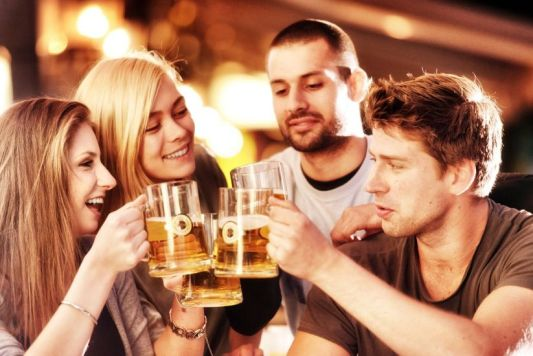Resultado de imagen para tomar alcohol