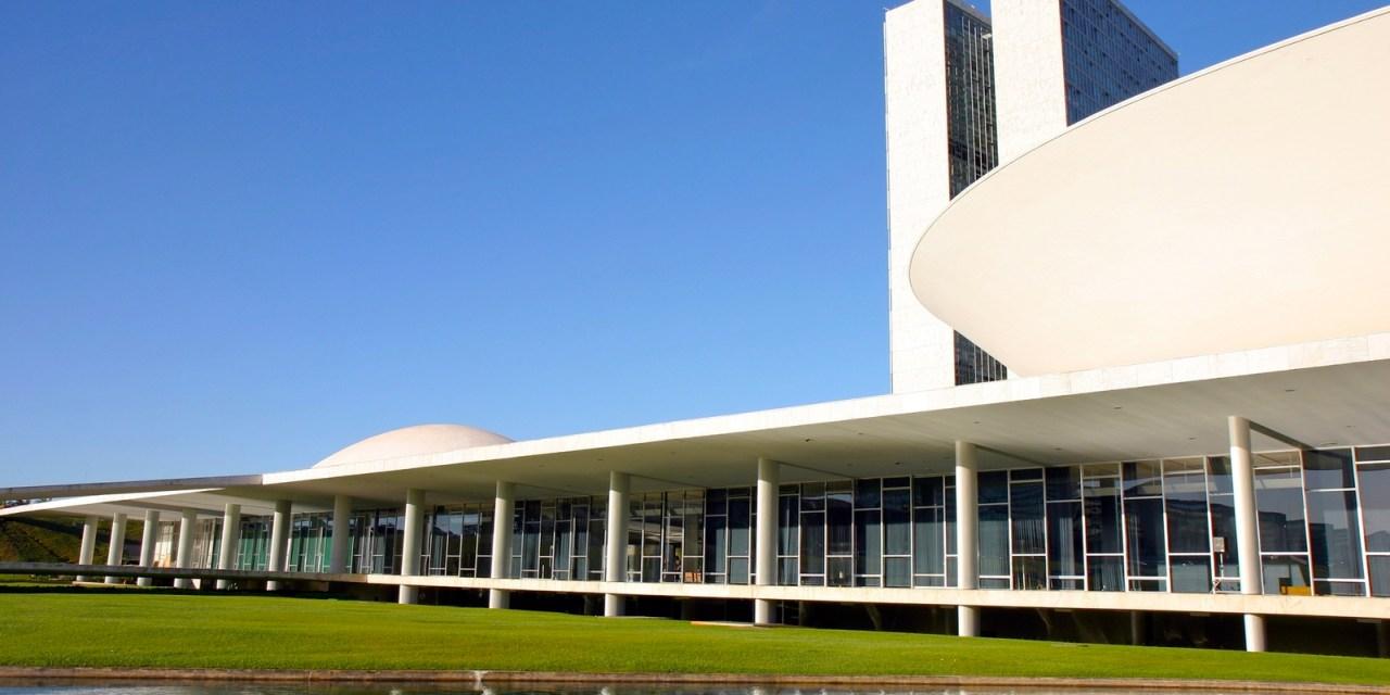 Câmara dos Deputados aprova cobrança de cursos de especialização: entenda o que isso significa
