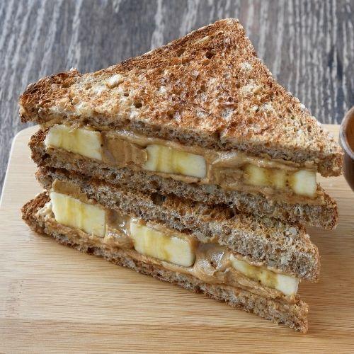 Sandwich de banana y mantequilla de maní