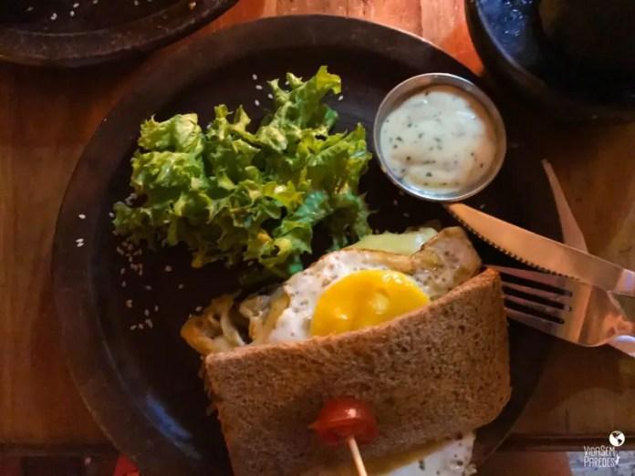 Comidas típicas do Chile: sanduíche de lomo a lo pobre
