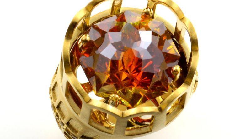 La gemóloga y perito en gemas Lisi Fracchia, diseñadora de las joyas de Anne Igartiburu para las Campanadas en TVE