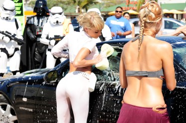 sara-jean-underwood-e28093-star-wars-car-wash-12