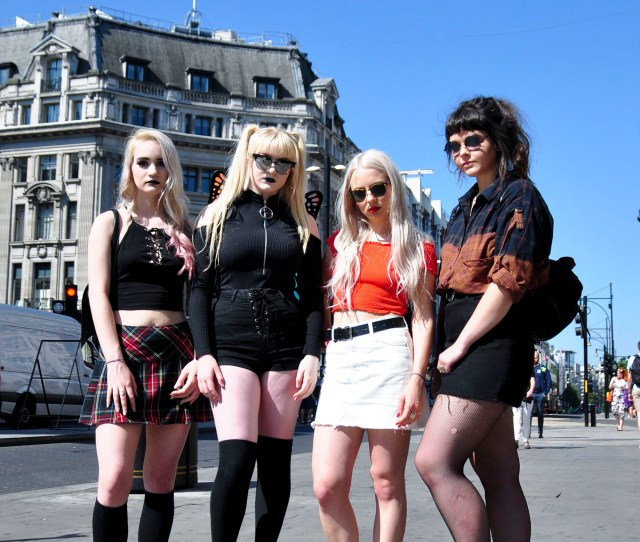 I Reviewed Teen Girl Fashion With Some Teen Girls