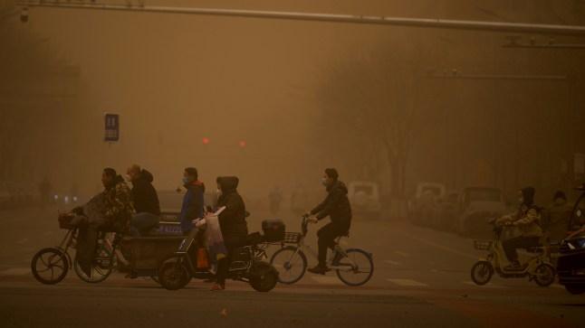 In Photos: Massive Sandstorm Turns Beijing Orange - VICE