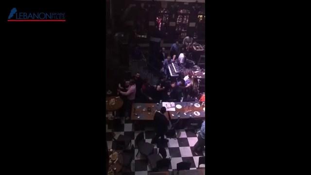 بالفيديو – تضارب واشكال كبير بين نساء بمطعم في بيروت!