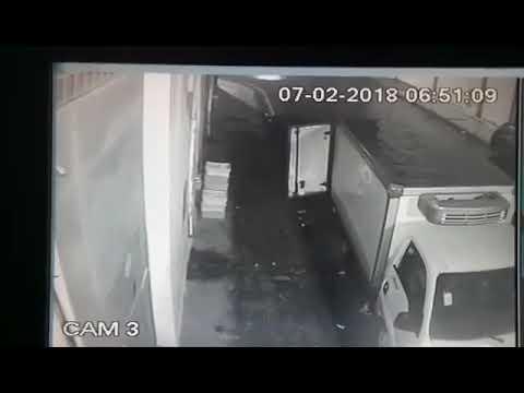بالفيديو: المواطن أصبح يسرق الحليب في الجزائر