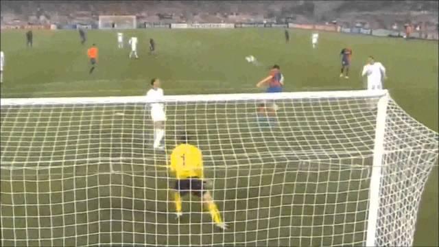 ميسي يختار أفضل هدف في مسيرته.. رد غير متوقع