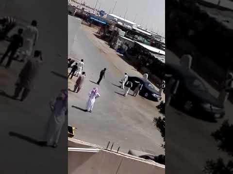 بالفيديو.. مضاربة بالأيدي والعصي بين سودانيين وآسيويين بالسعودية
