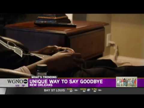 فيديو لجنازة فريدة من نوعها: أجلسوه على كرسي وأحاطوه بأشياء أحبّها!