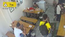 بالفيديو.. أشعل ولاعة داخل مطعم فكانت الكارثة