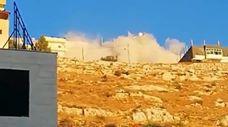 بالفيديو.. قتيل و16 إصابة وانهيار مبنى بالكامل خلال مداهمة بالسلط الأردنية