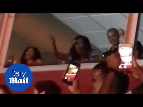 """أوباما وزوجته ميشيل يشعلان حفل """"بيونسيه"""" بولاية ماريلاند الأمريكية"""