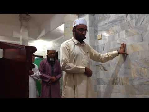 لحظة هروب المصلين أثناء وقوع زلزال في إندونيسيا وثبات الإمام!