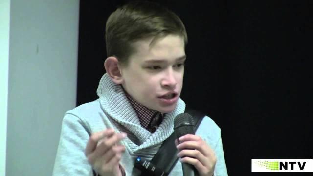 """قصة مأساوية لشاب عمره 25 """"محبوس"""" في جسد صبي في سن الـ 12"""