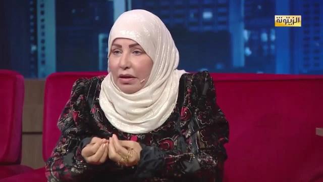 فنانة تبكي في لقاء تلفزيوني: الدنيا زائلة .. أريد المسجد النبوي!