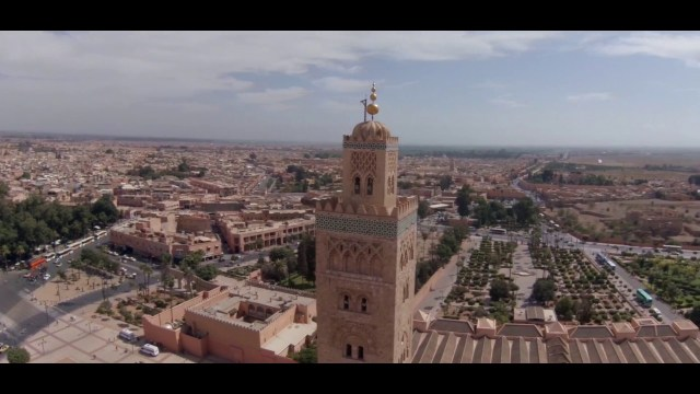 فنانة مغربية تنال وساما ملكيا من درجة ضابط
