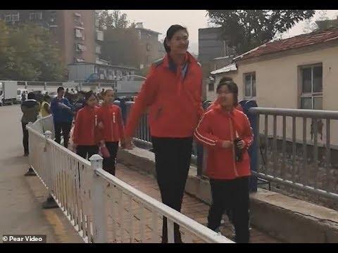 أطول طفلة في العالم تعيش في الصين