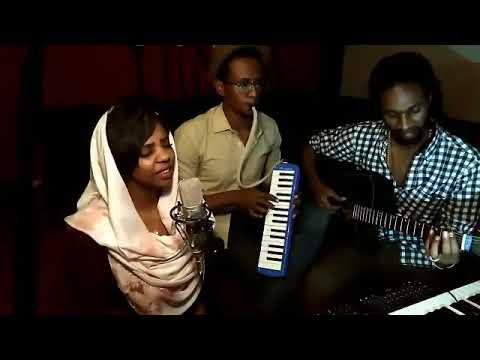 بالفيديو : نجمة البرنامج العربي (ذا فويس) تغني بعربي جوبا