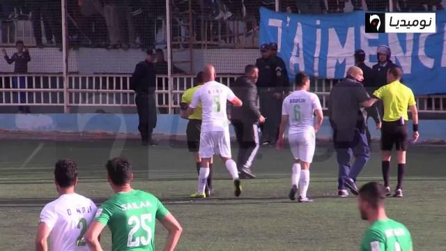 """حكم """"ينطح"""" لاعبا في الدوري الجزائري … ورد صارم من اتحاد الكرة"""