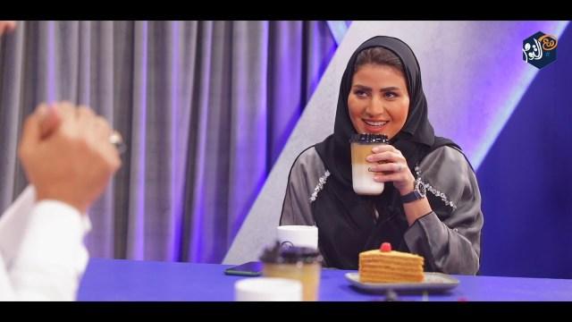 مذيع يصدم إعلامية ويدخل عليها طليقها فجأة أثناء برنامج تلفزيوني !