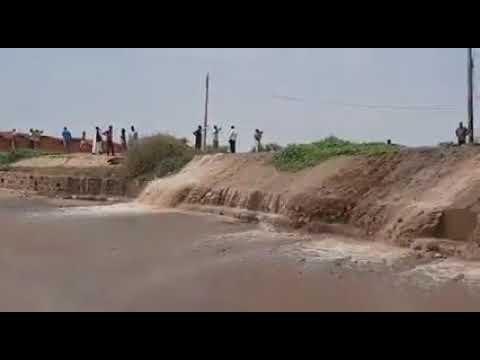النيل يخرج عن السيطرة ويفيض جهة كبري الفتيحاب إلى السوق العربي الخرطوم