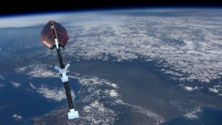 (French) ESA's Earth Observation Programmes: an introduction