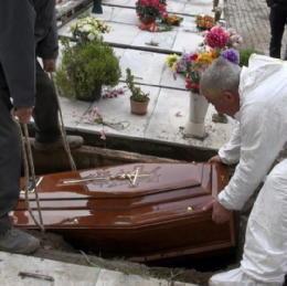 Carissima Salma: occupazione camere mortuarie e i seppellitori abusivi