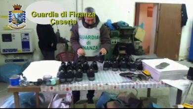 Photo of Saviano – Opificio clandestino confezionava false Hogan, sequestrati oltre 30mila pezzi contraffatti