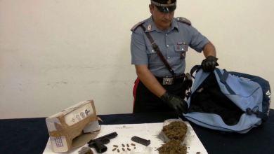 Photo of Castellammare di Stabia – Carabinieri arrestano 30enne per possesso di arma rubata e detenzione di droga