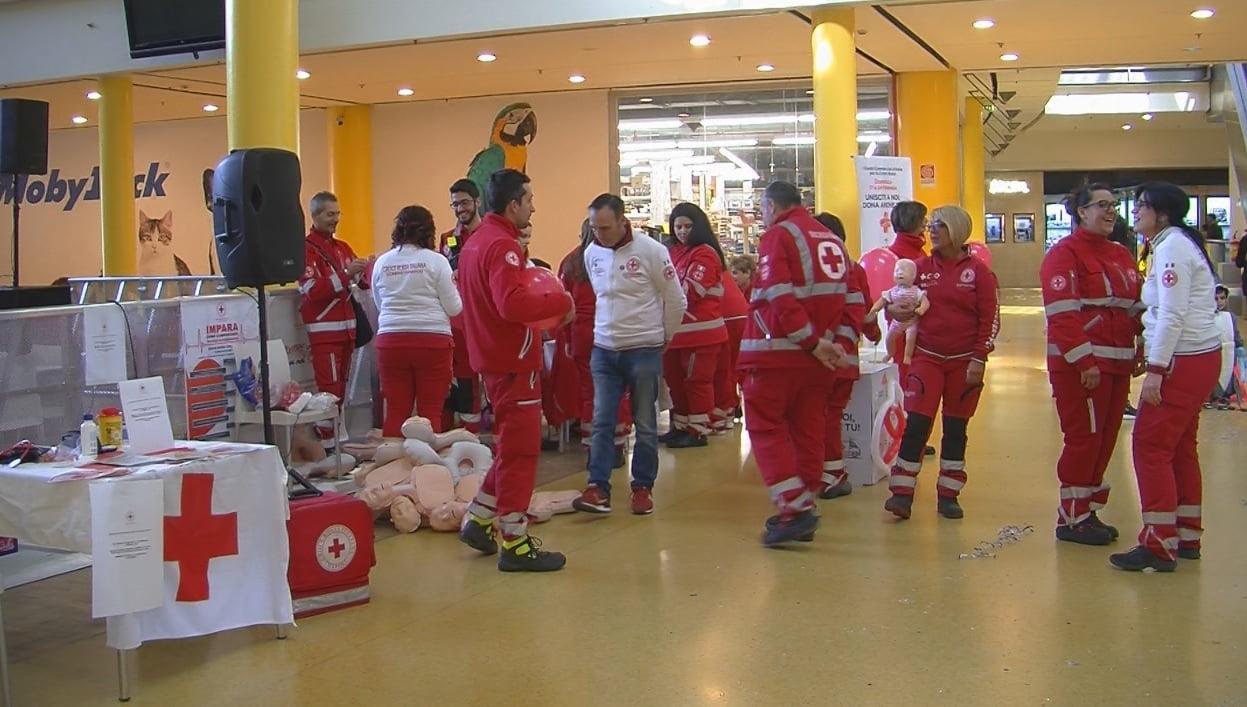 497adf83ad Nola - Vulcano Buono: raccolta fondi per la Croce Rossa Italiana - Videonola