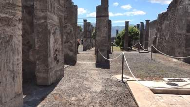 Photo of Pompei – Turista sale sul tetto delle Terme per un selfie