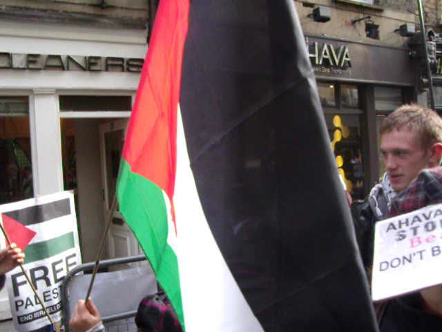 anti-Israel protesters singing outside Ahava – 6th November.