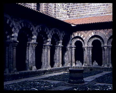 Notre-Dame-du-Puy-en-Velay – Cloister