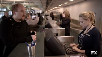 Louie.S01E05-(checkin @ airport)