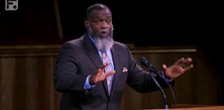 """""""Ideia de 'raça' não é um conceito bíblico"""" - Pastor Voddie Baucham Jr"""