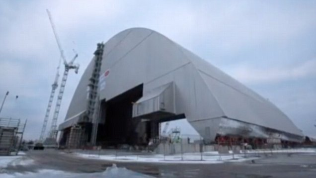 Chernobyl disaster: Giant shield begins move towards reactor