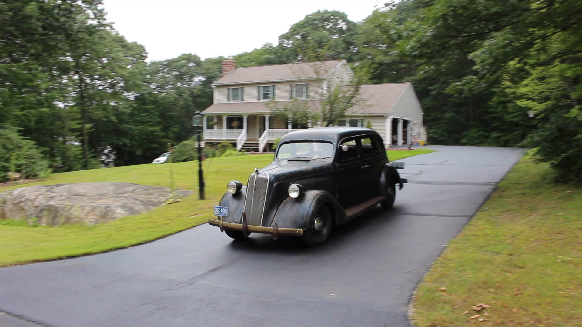 """Mike Milton of Wolcott, Conn. owns an restored six-passenger, four-door 1936 Nash DeLuxe """"400"""" that has some unusual features."""