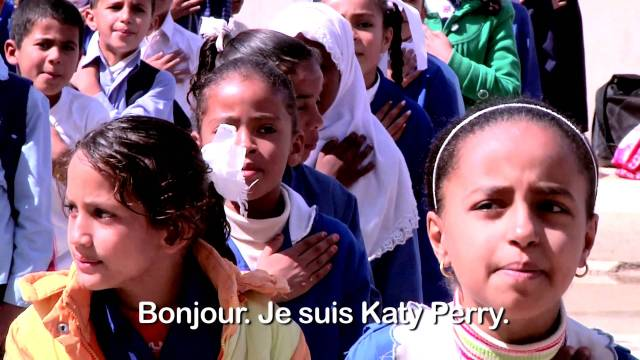 Katy Perry apporte son soutien à la Journée internationale de la fille