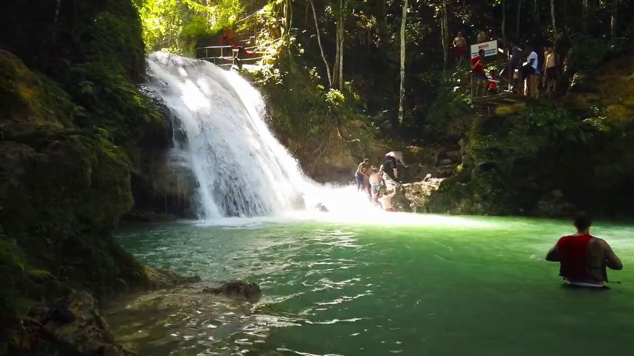 Wodospad w lesie czyli Cool Blue Hole 1