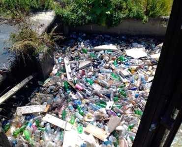Пластика во каналот во Гостивар